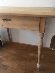 Schöner Schreibtisch aus Holz
