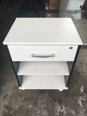 Schreibtisch mit Rollcontainer