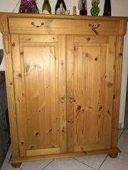 2 Weichholz Kommoden mit Türen