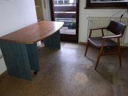 Schreibtisch mit ausfahrbarem Seitenteil praktisch