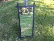 Antiker Spiegel mit Metallrahmen