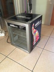 Cooler moderner Mini-Kühlschrank