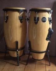 2 Conga-Trommeln neuwertig zusammen