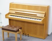 Einsteiger-Klavier mit Hocker