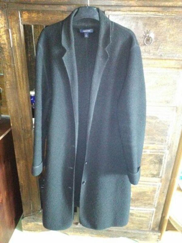 Schwarzer Mantel mit Knöpfen Damen