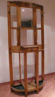 Antike portugiesische Garderobe aus Holz