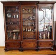 Repräsentativer Wohnzimmerschrank - echte Antiquität