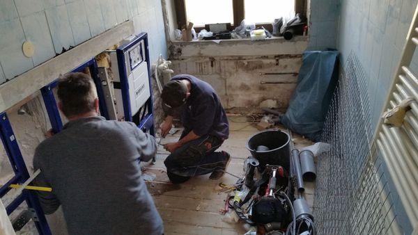 Bausanierung - Renovierung - komplett Sanierung - Badezimmer in ...