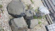 Basaltbrocken Bruchsteine Findling
