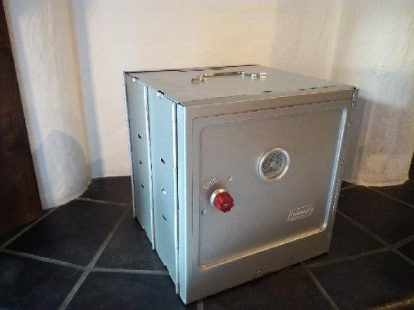 Coleman Camping Oven Ofen - Attendorn - Verkaufe einen unbenutzten und original verpackten Backofen für auf den Gaskocher.Versand gegen Kostenübernahme möglich. - Attendorn