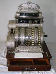 Alte Registrierkasse über 100 Jahre