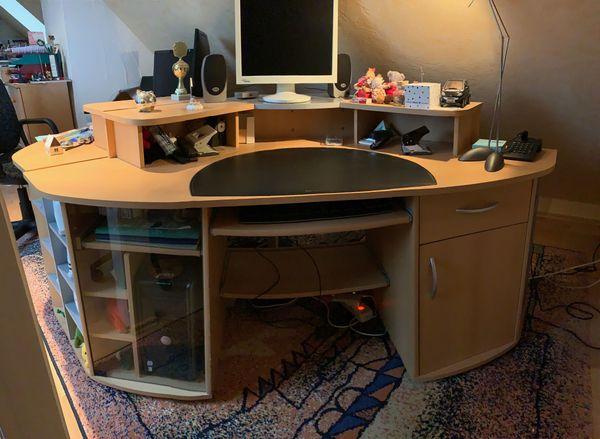 2 Computer Schreibtische Zu Verschenken In Seligenstadt