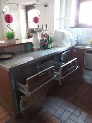 Zapf- Kühltheke mit ausziehbaren Schubladen