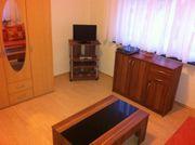 Schönes helles Möbiliertes Zimmer zu