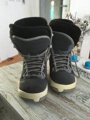 Snowboard mit Boots