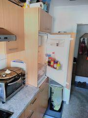 Schöne Küchen Zeile mit Geräten