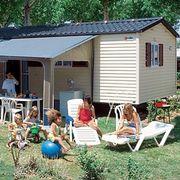 Wohnwagen oder Mobilheim und Campingaufenthalt