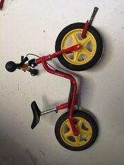 Laufrad und Kinderfahrrad und Bobbycar