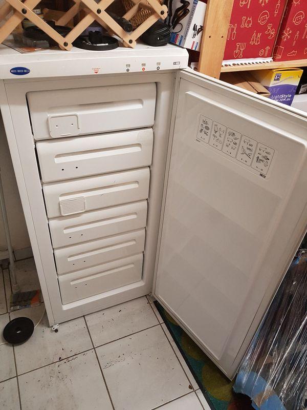 Verkaufe Tiefkühlschrank von » Kühl- und Gefrierschränke
