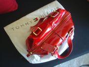 T Hilfiger Handtasche Lackleder - Schultertasche