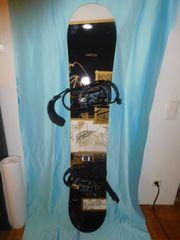 Snowboard und Snowboardschuhe