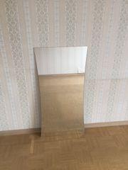 Praktischer, taillierter Spiegel