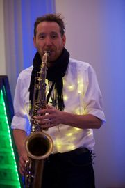 Saxophonist spielt für