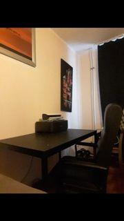 Schreibtisch mit Ledersessel