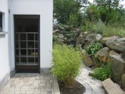 Neuwertige 1-Zimmer-Erdgeschosswohnung mit kleiner Terrasse