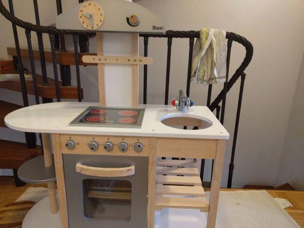 kinderkuche holz gebraucht kaufen nur 2 st bis 65. Black Bedroom Furniture Sets. Home Design Ideas