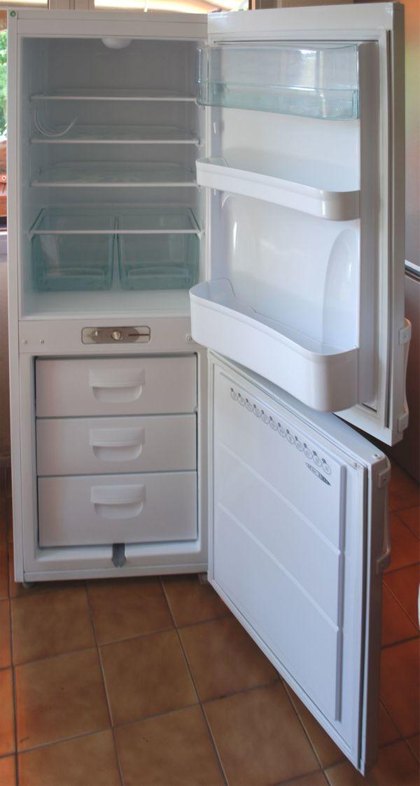 Premiere Kühl-Gefrierschrank, ca.157cm, gebraucht, leicht defekt in ...