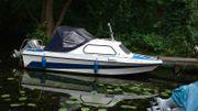 Kajüt-Motorboot mit