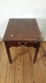 Nachttisch antik von Drexel Heritage
