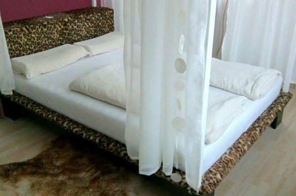 Gebraucht, EINZELSTÜCK Bett / Himmelbett + Beleuchtung + Lattenrost, 140x200 gebraucht kaufen  72555 Metzingen