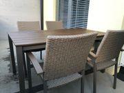 Gartentisch mit 4 Rattanstühlen