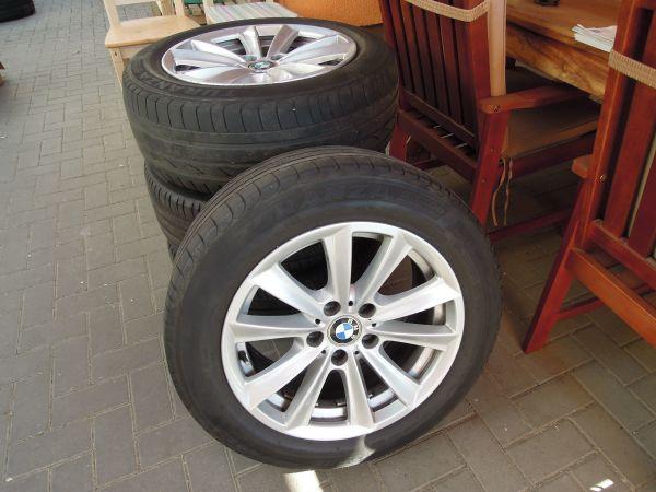 BMW 5er F10 F11 6er F12 F13 Sommerräder 17Zoll V-Speiche 236 - Reutlingen - 225/55 R17 ZR, für BMW / 5er F10 F11. Zum Verkauf steht ein BMW Sommerkomplettradsatz für BMW 5er F10, F11, 6er F12, F13.Original BMW Alufelgen V-Speiche 236Alufelgengröße: 8J x 17 ET30Teilenummer: 6780720Felgenzustand: gebraucht sehr gut - Reutlingen