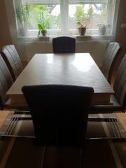 großer Tisch mit 5Stühlen