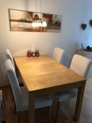 Tisch 4 Stühle mit je