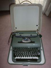 Mechanische Schreibmaschine im Koffer Marke