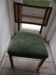 Kirschholzstuhl mit schönem Korbgeflecht an