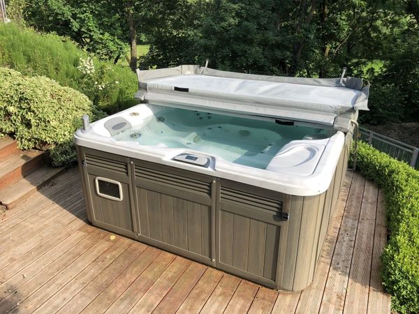 whirlpool preise amazing beachcomber hot tub with whirlpool preise fabulous softub whirlpool. Black Bedroom Furniture Sets. Home Design Ideas