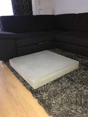 Stylischer Lounge-Betontisch zu verkaufen