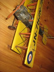 alter Doppeldecker - Blechflugzeug Model 1