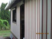 Campingplatz - Wohnwagen mit Vorzelt zum