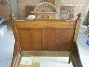 Antik Sehr schönes geschnitztes Doppelbett