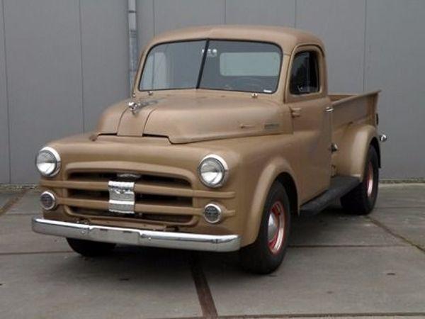 Dodge Job Rated 1952 sehr seltenen Pick-up - Nl-5145 Waalwijk - Dodge Job Rated 1952 sehr seltenen Pick-upDieser sehr seltene Dodge Job Rated Pick-up ist geliefert worden in 1952. Die schöne Bronzelackierung hat patina. Der Dodge hat schönes Chrom. Dieser Pick-up fahrt, bremst und schaltet gut, ab - Nl-5145 Waalwijk
