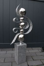 Skulptur Halbmond Granit,