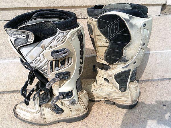 f5eca7b6f631a9 Cross Stiefel kaufen   Cross Stiefel gebraucht - dhd24.com