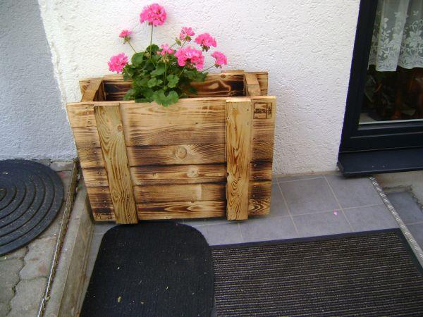 Blumenkasten Planzenkubel Auf Rollen Aus Holz In Riedstadt
