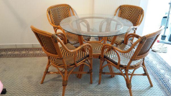 Rattan Sitzgruppe - Aystetten - Rattan Sitzgruppe mit 4 Stühlen; Tisch mit Glasplatte (100 cm Durchmesser);Privatverkauf nur gegen Barzahlung bei Abholung - Aystetten